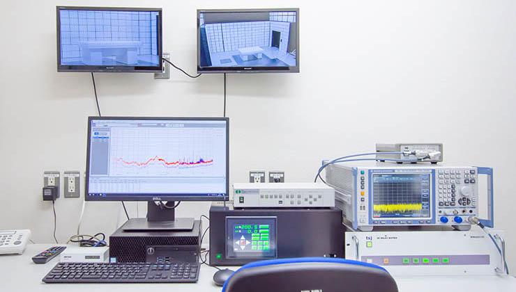 3m法電波暗室 測定機器